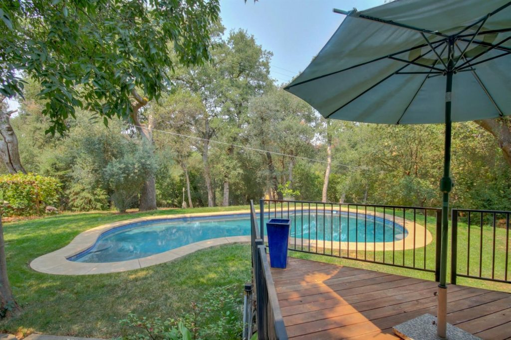 Woodsy Fair oaks pool home on acreage