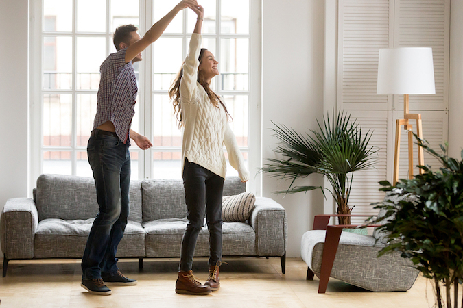 should a single woman buy a home with her boyfriend